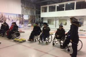 Участие в соревнованиях по кёрлингу на льду